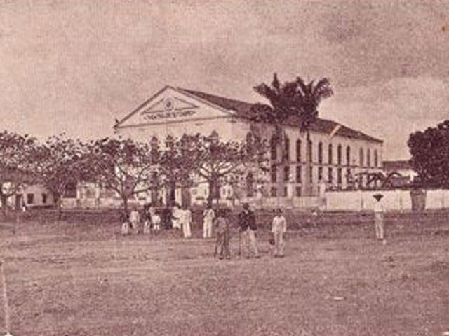 Imagem antiga do Theatro 4 de Setembro, imponente no centro de Teresina