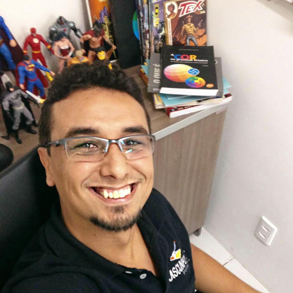 Alzir Alves em sua escola de artes visuais em João Pessoa (PB)