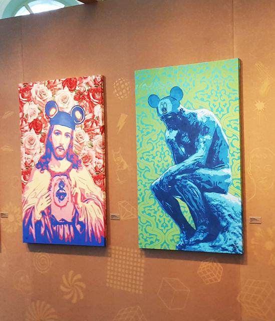 O artista mistura símbolos da arte clássica com elementos da cultura pop (Fotografia: Renato Medeiros Cordeiro)