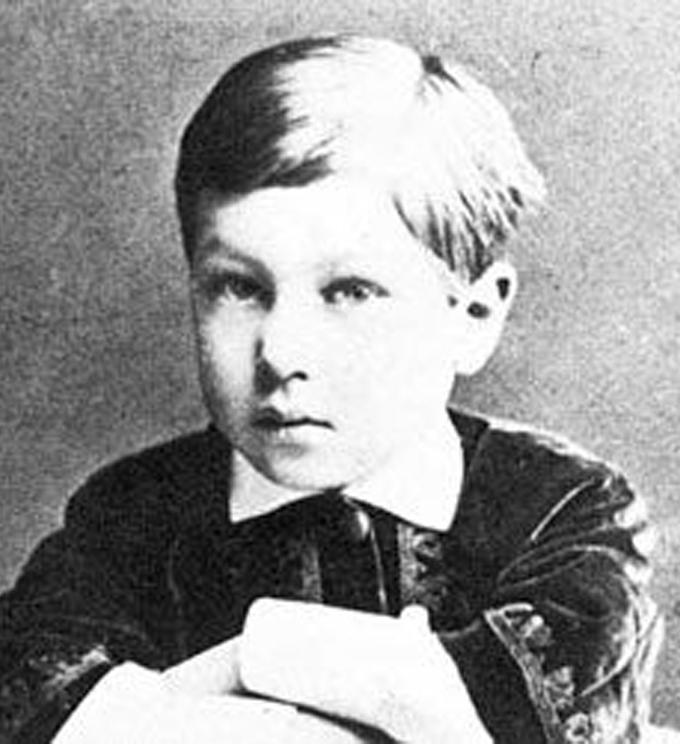 Kandinsky quando criança e ao lado na fase adulta. A boca e o olhar não mudaram nada!