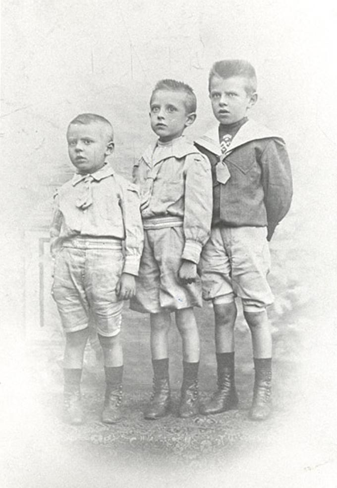 O artista belga René Magritte e seus irmãos mais novos