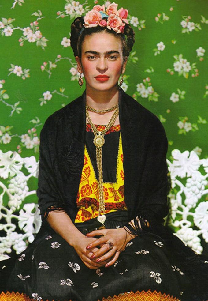 Frida em sua foto clássica na capa da revista Vogue