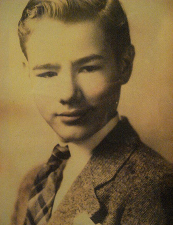 O menino Andy Warhol