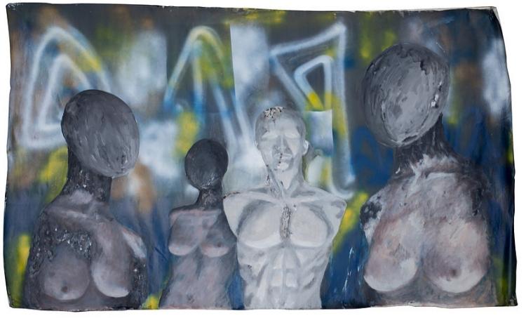 Corpos descartáveis. Manequins de fibra de vidro também são reutilizados e ressignificados pela artista