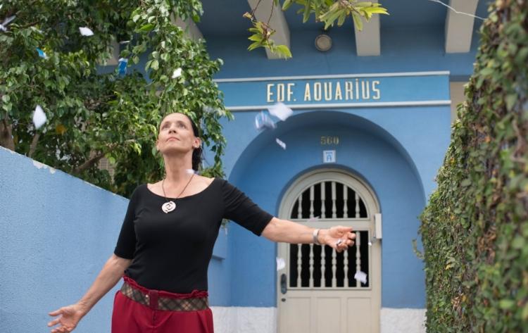 A atriz Sônia Braga em cena do filme 'Aquarius' (2016), dirigido por Kleber Mendonça Filho