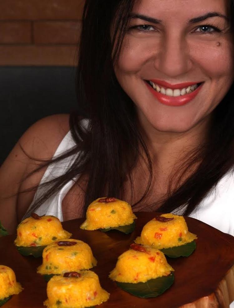 A  chef  Juliana Almeida e seus mini cuscuzinhos de camarão