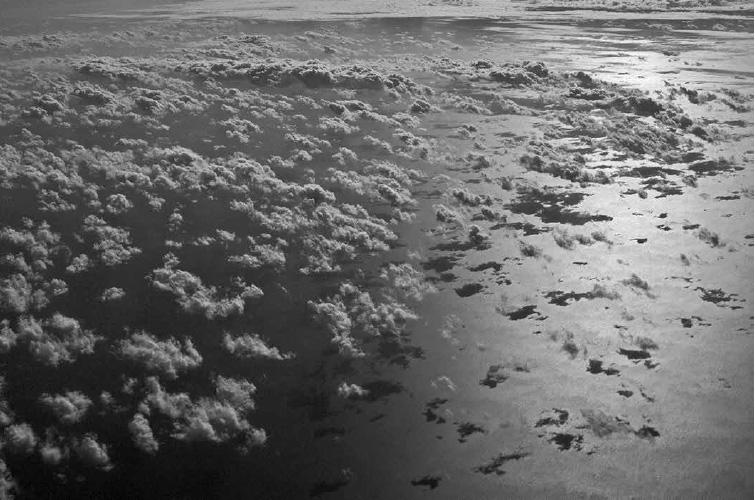 Nuvens no mar do Caribe após passagem de furacão
