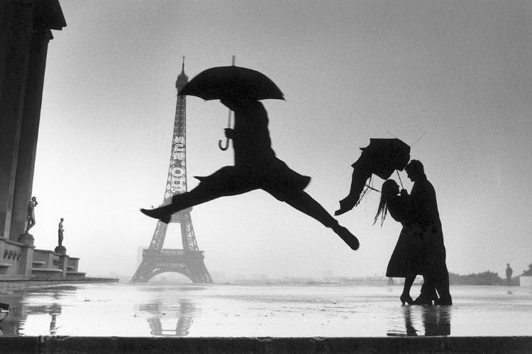 Um instante parisiense capturado pela câmera de Cartier-Bresson
