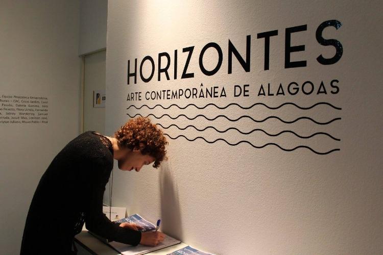 A exposição faz um panorama da arte contemporânea no Estado e convida novos artistas à integrar a mostra