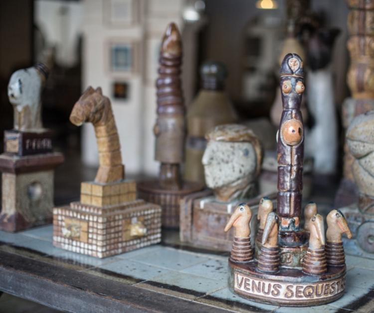 Peças de cerâmica expostas na exposição