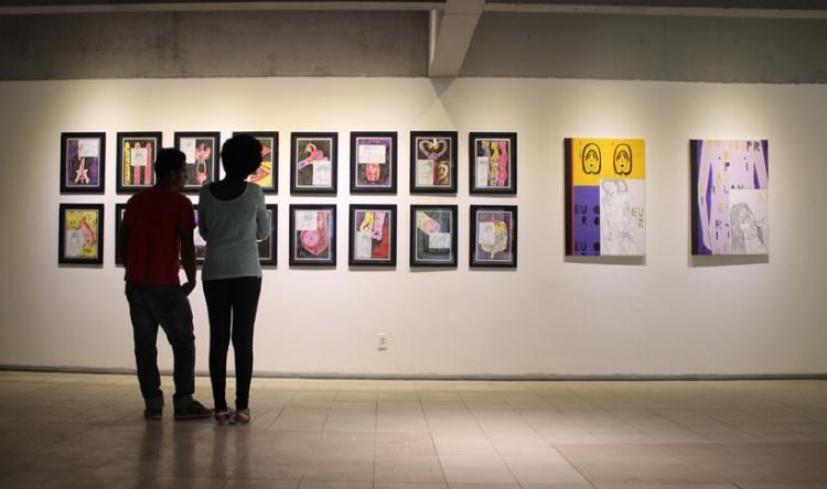 Visitantes contemplam as obras de Flávio Antonini na Galeria de Arte J. Inácio.O artista foi um dos selecionados no edital de 2017