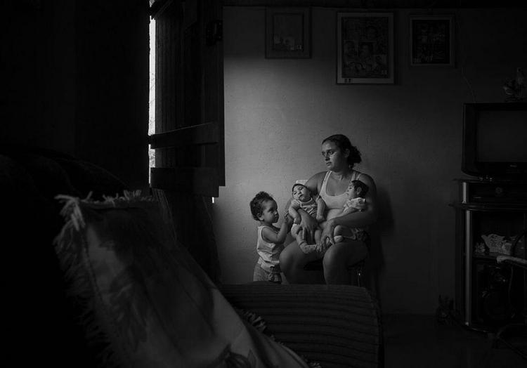 O ensaio do brasileiro Lalo de Almeida, da Folha de S. Paulo, mostra bebês com microcefalia, vítimas da Zika no Nordeste