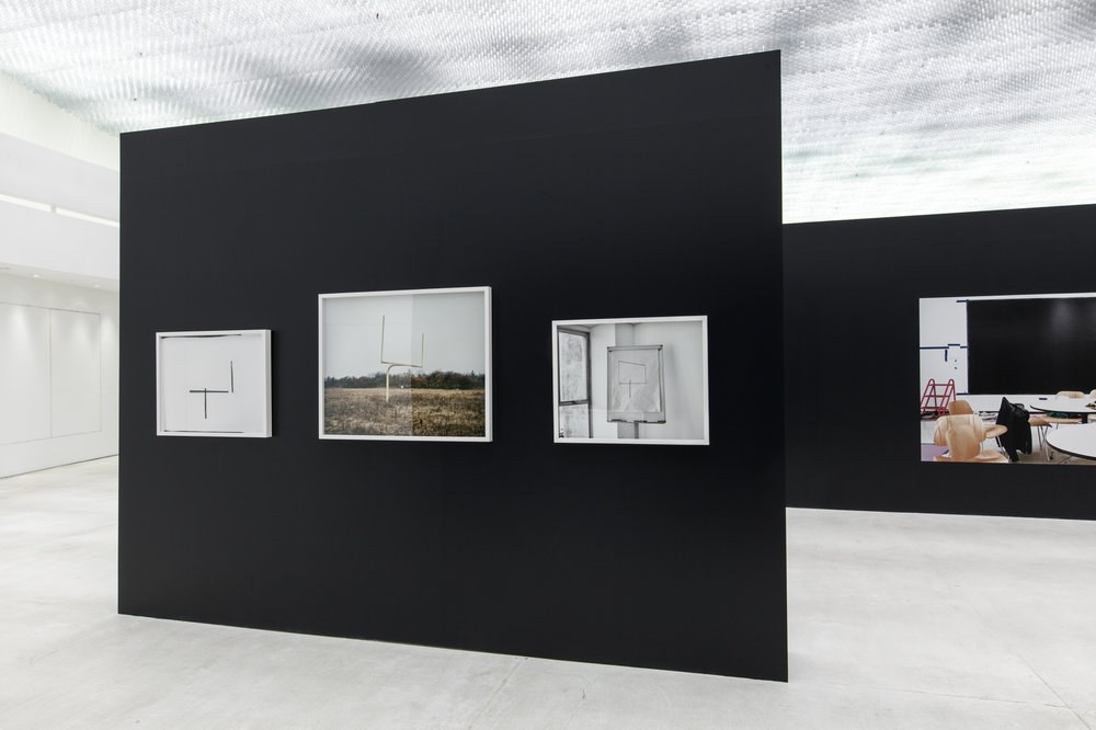 A mostra apresenta ainda vídeos e fotografias