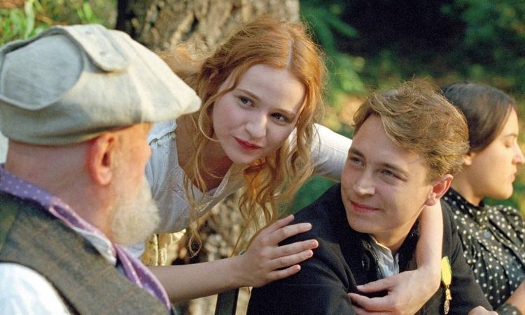 Na cena, Renoir, Andrée e o filho do artista, o jovem Jean