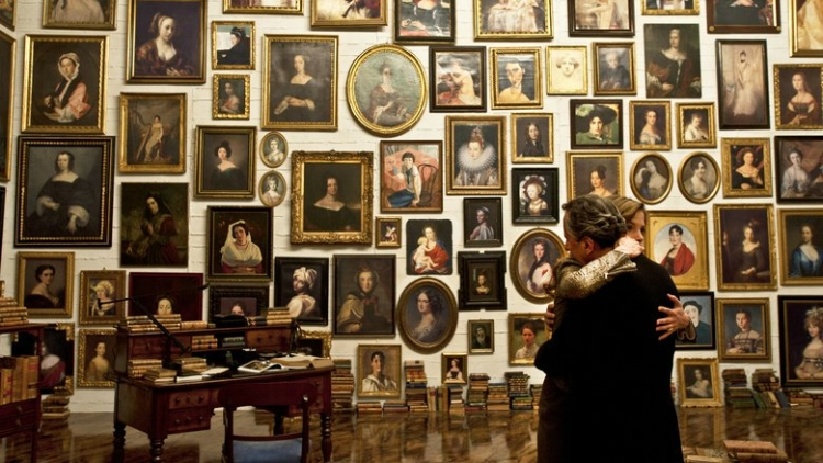 A coleção de arte de Virgil, só com retratos femininos