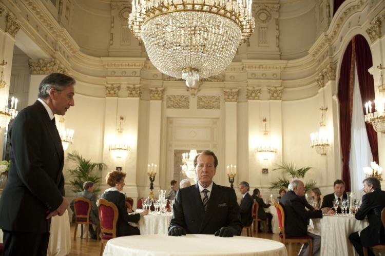 Geoffrey Rush interpreta Virgil Oldman, um homem que evita aproximações pessoais