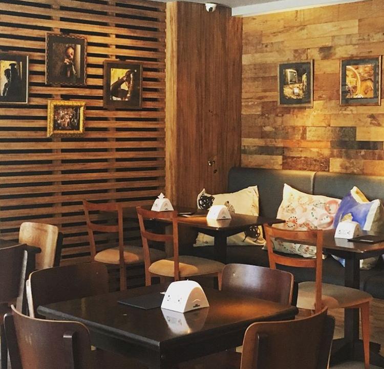O Café da Gente sempre disponibiliza seu espaço para realização de exposições temporárias