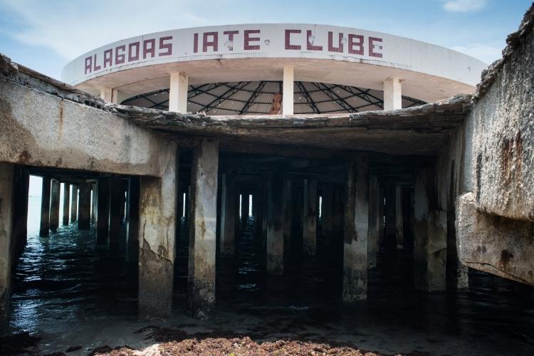 As ruínas do Alagoas Iate Clube, na mostra  'Montando Uma Ruína' , projeto assinado por Lis Paim