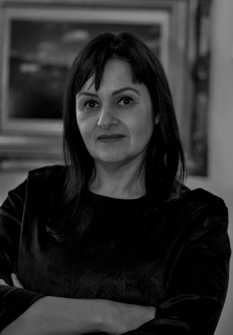 A curadora da exposição  'Contraponto' , Tereza de Arruda