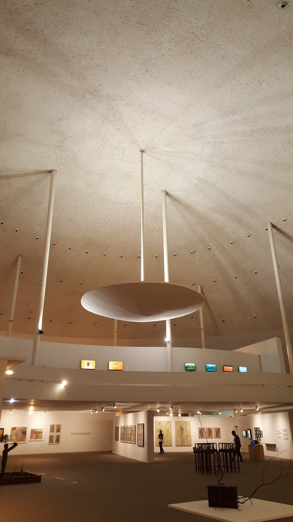 A monumentalidade do Museu Nacional da República, com projeto assinado por Oscar Niemeyer