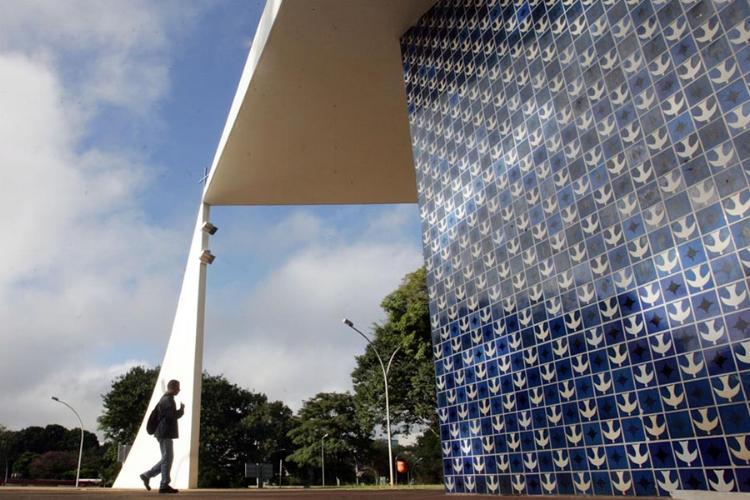 Mural externo na Igrejinha Nossa Senhora de Fátima, em Brasília (DF)