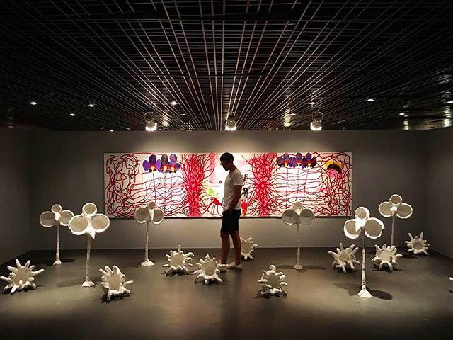 Um passeio pela floresta onírica de Antônio Carlos Elias, cheia de criaturas curiosas. A instalação integra a expo 'Urômelos, Coelhinhos e Quimeras', em cartaz até 16 de setembro, no Museu Nacional dos Correios, em Brasília.