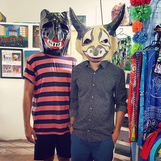 La ursa e o cabeça de touro. #artederua #carnavaldeolinda #carnaval #mascaras #laursa