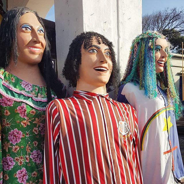 Bonecos de Olinda esperando pela folia. Ainda falta muito pro Carnaval? 🙄 #olinda #carnaval #artederua #bonecosdeolinda #pernambuco