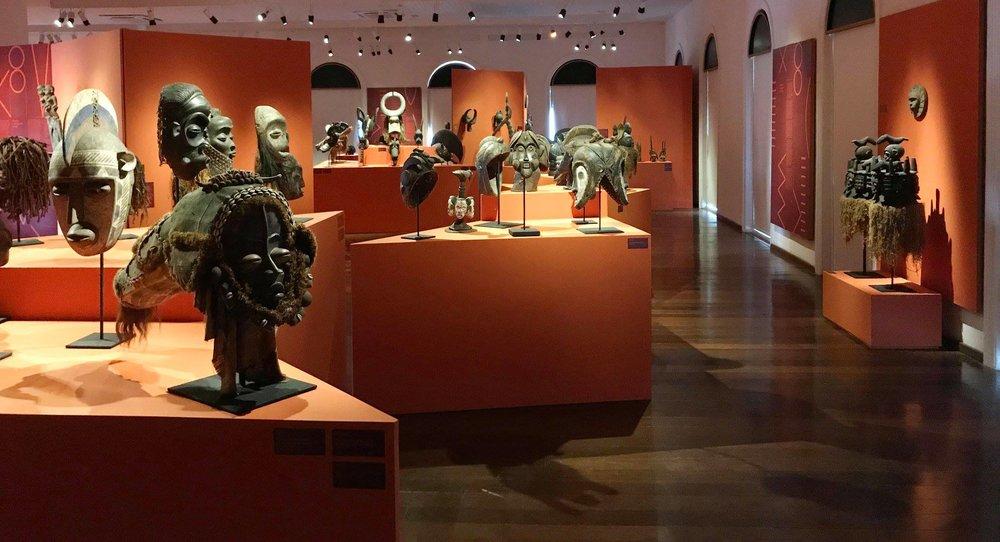 Visão parcial da exposição  'Africana: o diálogo das formas' , que conta com 196 peças de arte africana