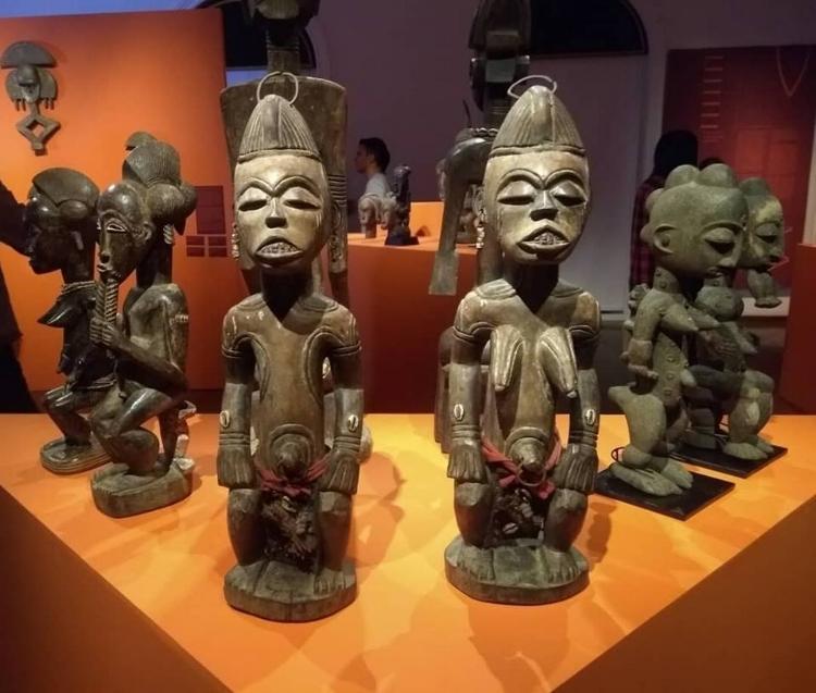 A sofisticação estética e as qualidades escultóricas das peças são o ponto alto da mostra
