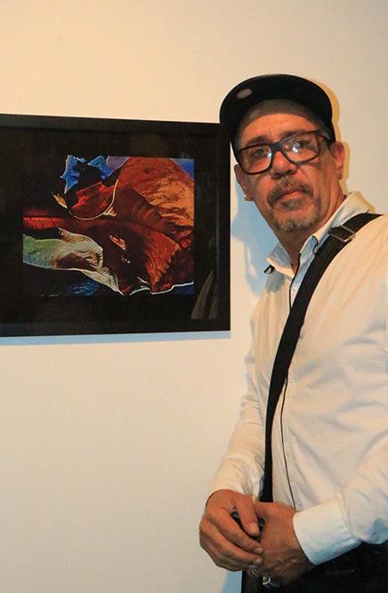 O fotógrafo Felipe Camelo e uma de suas obras