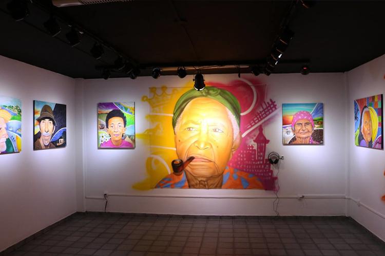 Imagens da exposição  'A Estrada é Longa' , de Lucas MDS, mais recente mostra da galeria. Também contemplada no edital 2017