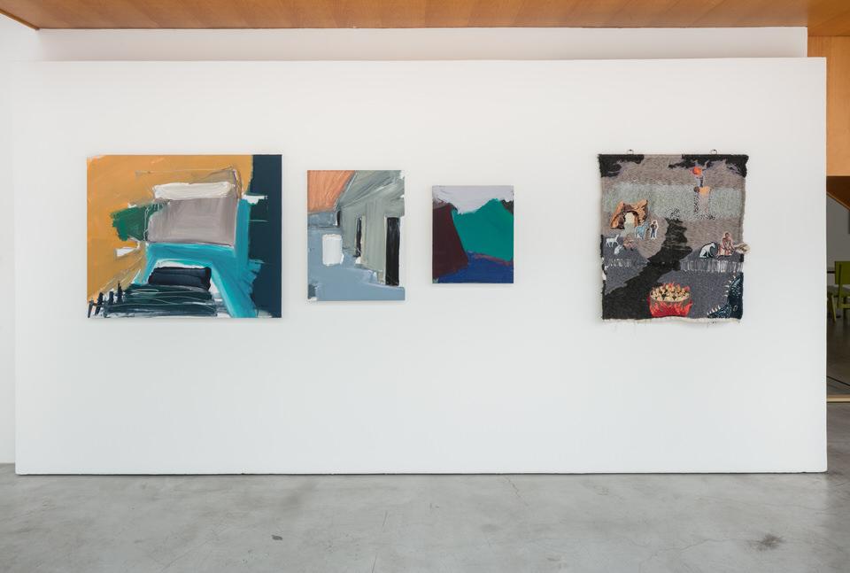 Obras de Renata Pelegrini e Ângela Od na Zípper Galeria, durante o 9º Salão dos Artistas Sem Galeria, em 2017