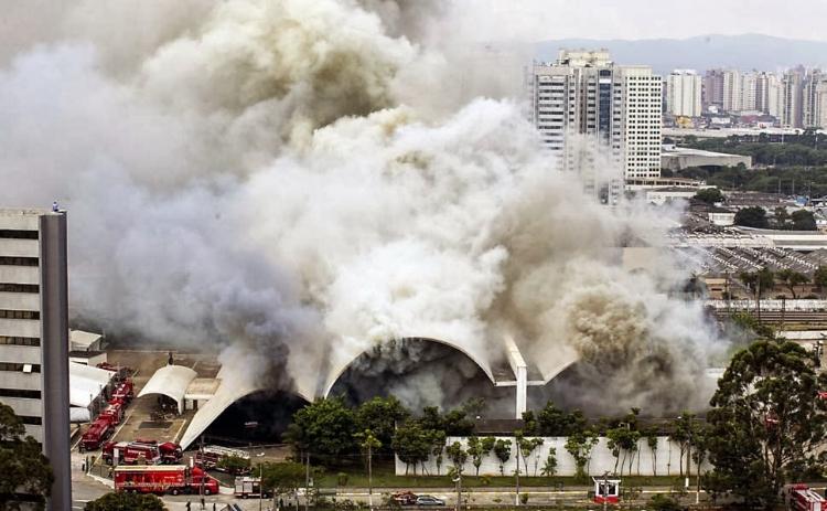 Fogo consome, respectivamente, o Memorial da América Latina (2013) e o Museu da Língua Portuguesa (2015), ambos em São Paulo