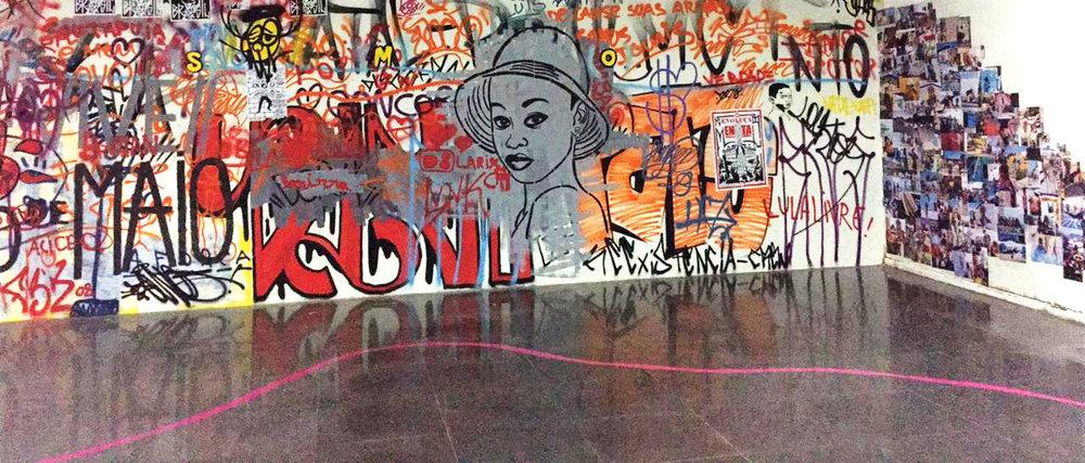 Galeria Newton Navarro, na Capitania das Artes, com intervenção artística para a exposição do projeto INarteurbana