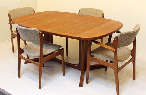 2133 Gudme Mobelfabrik Niels Moller Pedestal Dining Table Teak 2 Leaves Mid Century Modern Kitchen Furniture 01