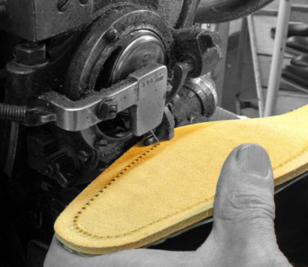 STEP 6 - ATTACHING THE SOLE - Application of the sole For outstanding flexibility and greater durability, the soles of Fratelli Borgioli shoes are sewn to the uppers. This is a detail you will find only on high-quality or custom-made shoes.