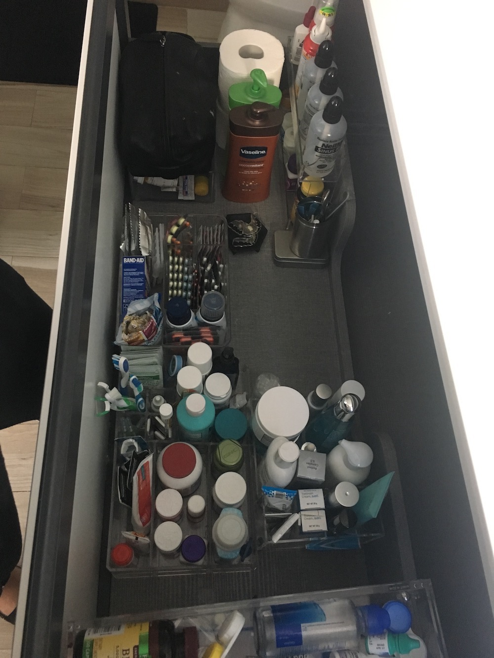 devivre_concierge_services_bathroom_organization_after2.jpeg