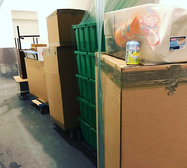 Boxing Day📦@devivrenyc style! Need help managing a move for Jan 1 leases? We got you! Discounts on move packages, info in profile👆