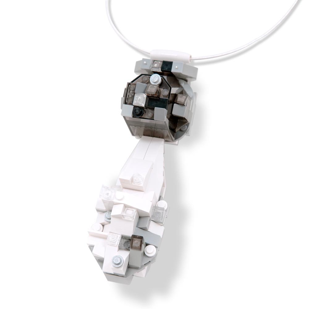 """pearl"" pendant from La Reine de Pèlerin"