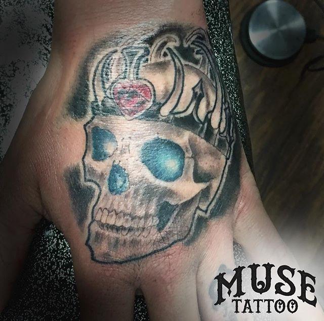 Match Queen tattoo on the hand! Done by @grody9 #muse #musetattoo #meridiantattoo #boisetattoo #idahotattooers #idahotattoo #supportgoodtattooing #skinart_mag #tam #inked #instagood #instamood #instalike #instadailey #art #style #follow #skull #skulltattoo