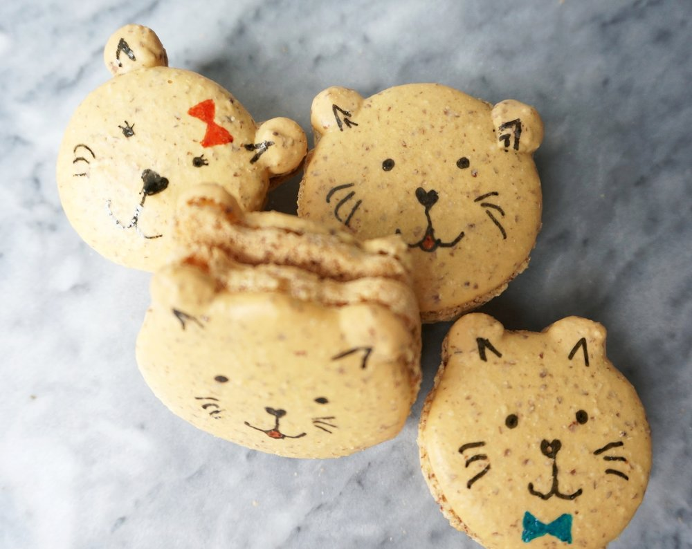 Kitty Macarons