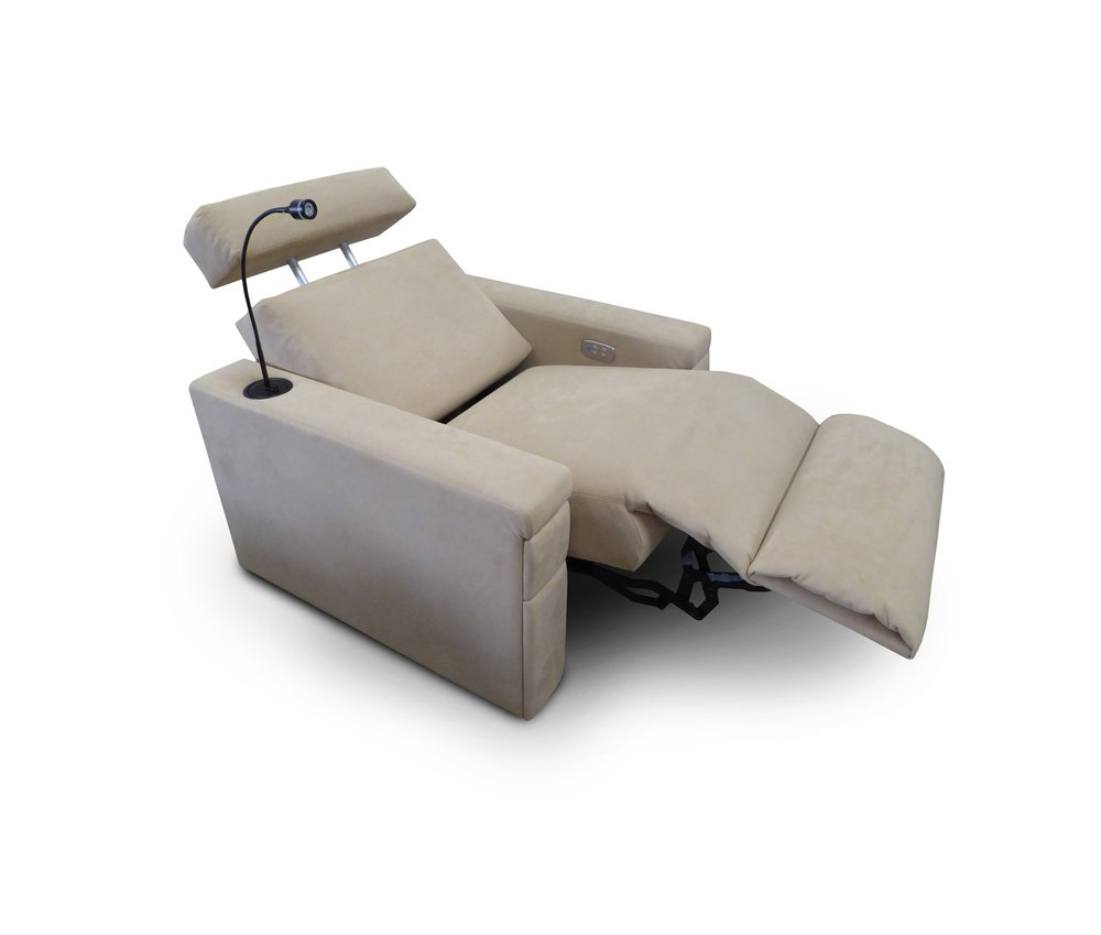 West End; Motorized Adjustable Head Rest; Reading Light; Chaise Footrest; Front Access Cup Holder