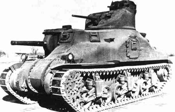 The M3 Lee. My understanding is that the commander's cupola on top of the 37mm turret could rotate independent of the turret, to an extent. Also note the cast, rather than welded or bolted hull.