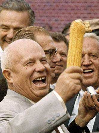 Not even his close friendship with corn was enough to recover the failure of Khrushchev's agricultural policy.