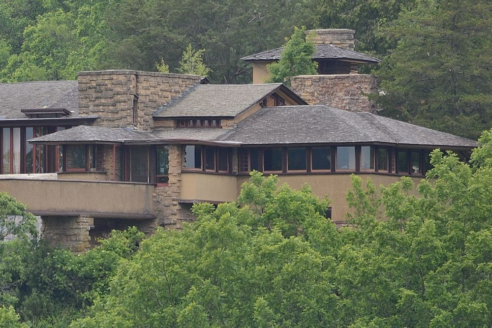I am  Frank Lloyd Wright 's  Taliesin .