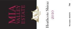 ミアエステート ヒースコートシラーズ 原産地:ヒースコート、希望小売価格¥3980, 750ml, 2010,13.9% 特別なセラーから出されるオーガニックワイン。ブーケの香りを伴う新鮮なチェリーの味わい、かすかにオークのニュアンスと柔らかなタンニン、ミディアムボディで飲みやすいワインです。 Special Cellar Release, Oganic wine. A fresh cherry palate with floral bouquet, medium bodied wine, infused with subtle oak characters & soft tannins, easy drinking.