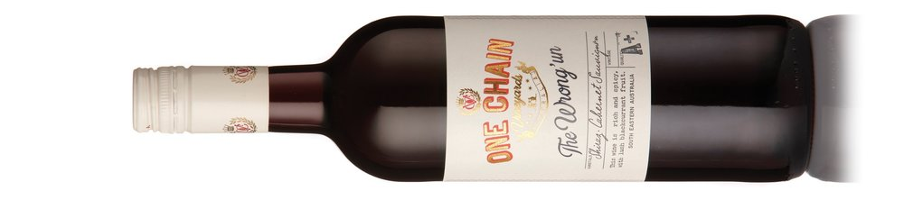"""Wrung Un Shiraz Cabernet    ザ ロング アン シラーズ カベルネ    希望小売価格 ¥1,750   Alc: 14% 2016  Suitable for Vegetarians & Vegans  SA Limestone Coast, 6 months; French and America 10% new oak, A rich, well balanced example of the Aussie classic blend. Lush black fruits coupled with touches of woodspice, liquorice and cassis follow through to a delicious, velvety finish. Shiraz 60%, Cabernet Sauvignon 40%   Wine Orbit, 90 Points   """"This is plush, fruity and very easy on the palate. Lifted aromas of black/blueberry, vanilla, cedar and mixed spice lead to a flavoursome palate that is generously textured and nicely fruited. It is supple, silky and lingering. At its best: now to 2022.""""   ヴェジタリアンとヴィーガン向けワイン  サウス・オーストラリア州のライムストーン・コースト産。フランス産とアメリカ産のオークで6ヶ月熟成、新樽10%。オーストラリアらしいブレンドの芳醇でバランスが取れたワイン。みずみずしい黒系果実とウッドスパイスやリコリス、カシスの香り、とても美味しくてヴェルヴェットのようなフィニッシュ。シラーズ60%、カベルネ・ソーヴィニヨン40%。   詳しく"""