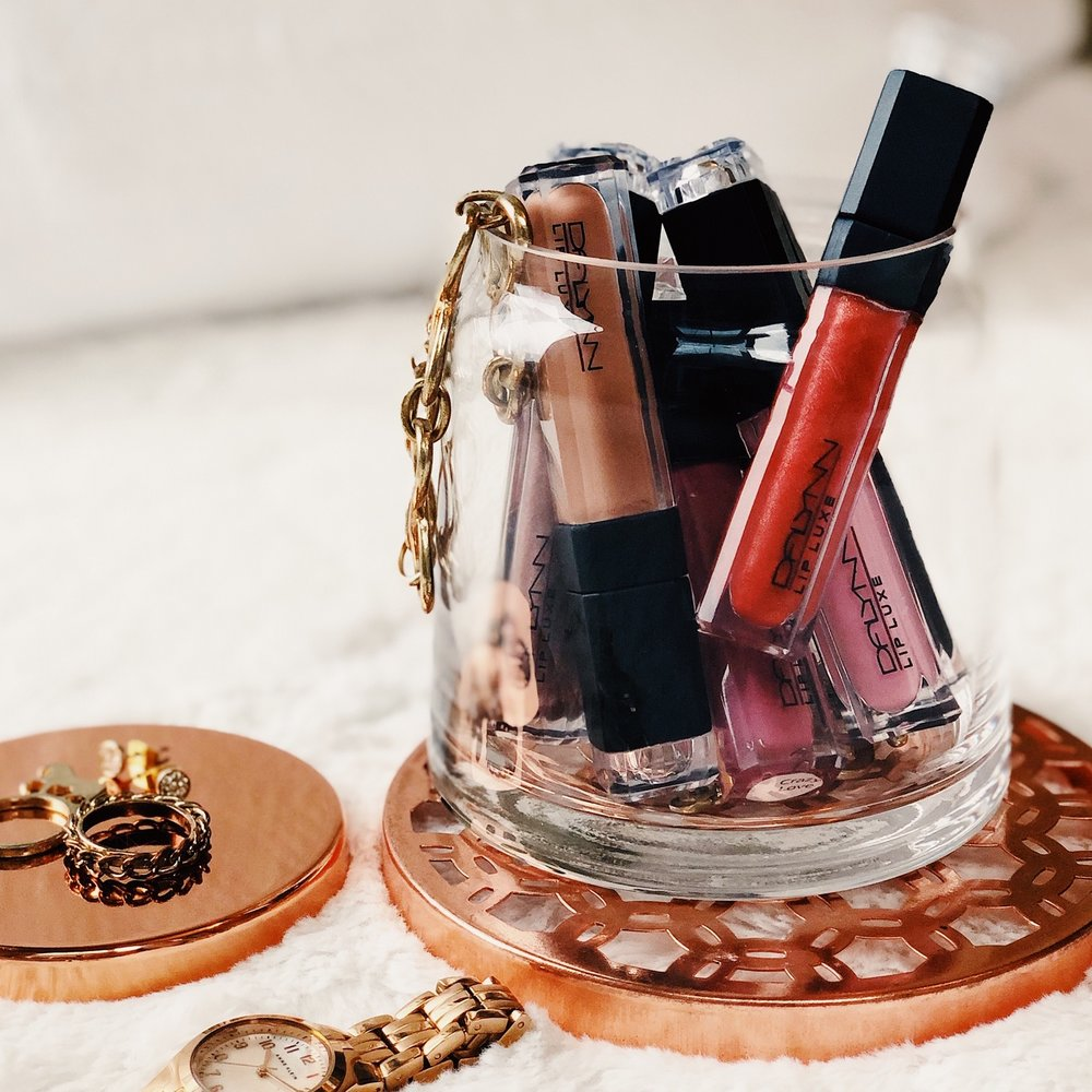 LipLuxe Lipgloss - Luxuriously Moisture-Rich