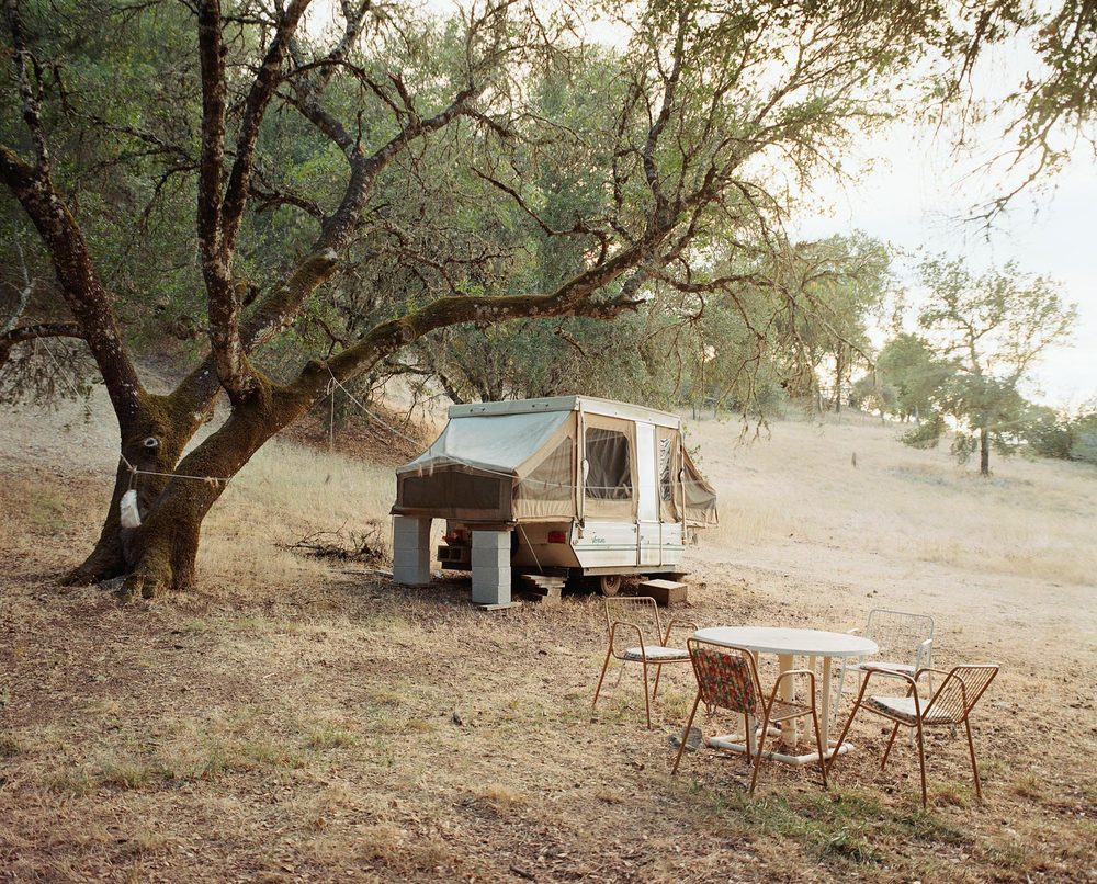 CARAVAN-AND-TABLE.jpg